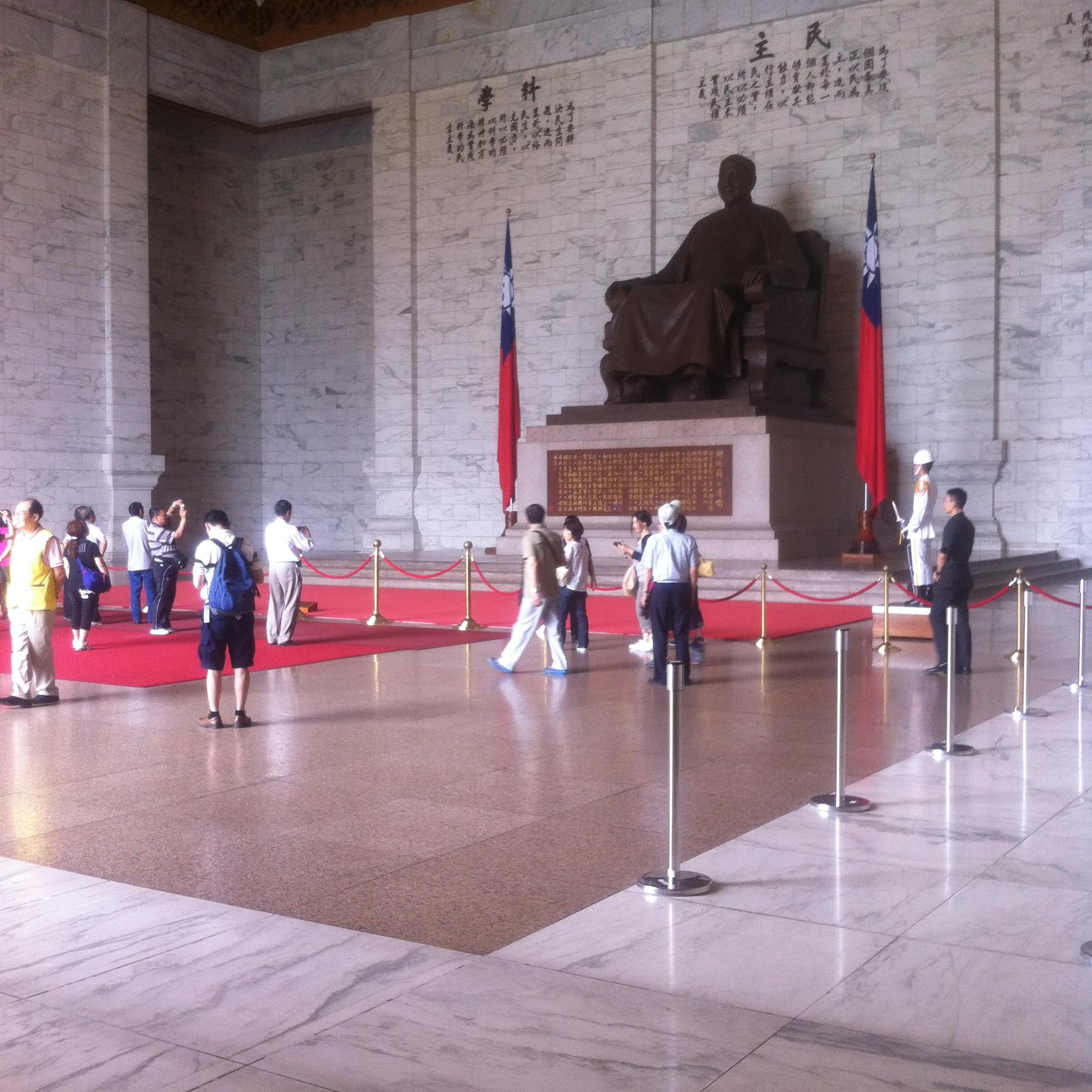 【見学】中正紀念堂の衛兵交代儀式をエレベーターを使って楽チン見学♪