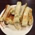 意外と人気の清真黃牛肉麵餃子館で焼き餃子を食べる