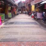 臭豆腐で有名な深坑老街