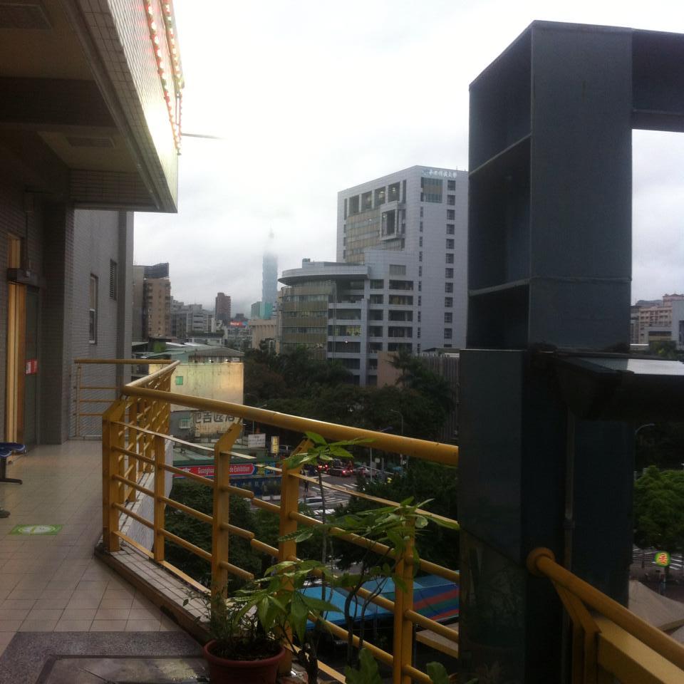タバコを吸いながら台北101の夜景を眺められる穴場スポット♪