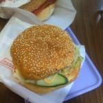 台湾の朝ごはん屋のハンバーガーはうまい♪