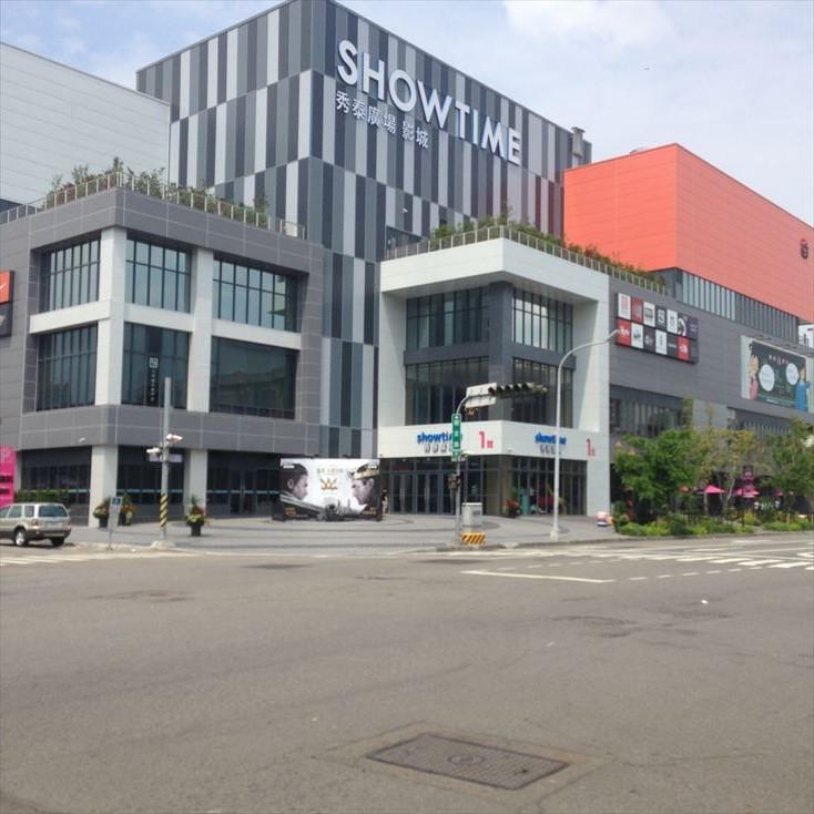 【便利】台中秀泰廣場站前店Showtime Plazaは電源がとれてPCやスマホを充電できちゃう。